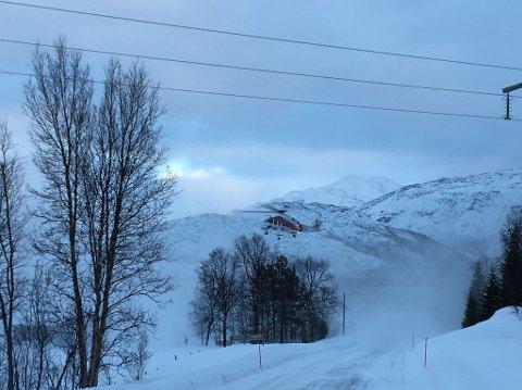 I LUFTA:  Luftambulansen rykket ut, men  skal ikke ha klart å lande. Foto: Øystein Solvang