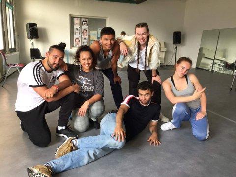 INNSPILLING: Både dansere og skuespillere er med i filmen «Battle» som tar for seg ungdomskultur, kjærlighet og dans. F.v. Morad Aziman, Georgie Anta, Bao Andre Nguyen, Sigyn Sætereng, Lisa Teige, Fabian Svegaard Tabia (i midten).