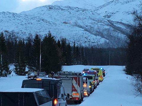 RYKKET UT: Nødetater og mannskap fra Norsk Folkehjelp og Røde Kors deltok i aksjonen etter skredet.