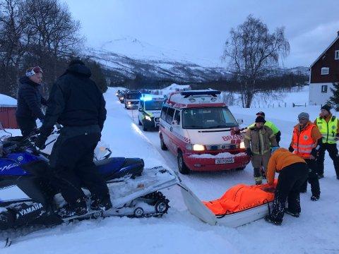 OMKOM: 35 år gamle Børre Sakshaug fra Nordreisa omkom i et snøskred i hjemkommunen skjærtorsdag. Her er mannskap på vei inn i området med båre og utstyr.