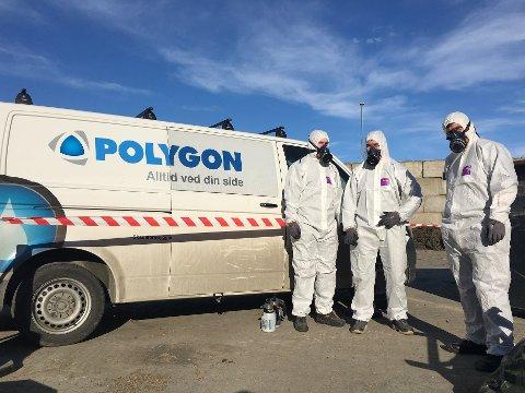VERNEUTSTYR: Ansatte fra Polygon ble tilkalt for å rydde opp hos Remiks etter funn av knuste eternittplater. Det gamle byggematerialet inneholder sannsynligvis asbest.