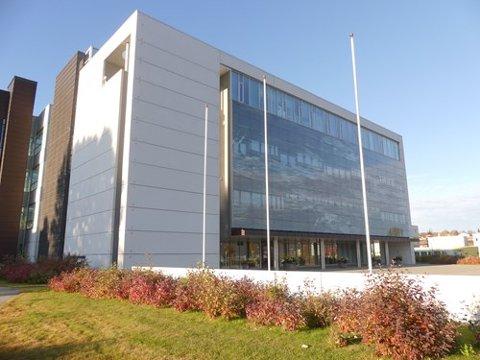 For ti år siden sto dette bygget ferdig. Nå bygges det ut. Foto: Troms fylkeskommune