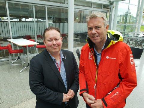 SMILER BREDT: Havnestyrets leder Jarle Heitmann og konserndirektør Tor Geir Engebretsen i Hurtigruten signerte onsdag en ny avtale. Hurtigruten skal bruke Prostneset.