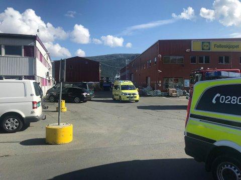TIL UNN: En person ble tatt med til UNN etter gasslekkasje på en båt i Breivika. Foto. Andreas Høyer