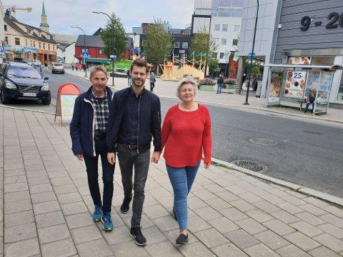 TRAVEL TRIO: Rødt-trioen Jens Ingvald Olsen, Bjørnar Moxnes og Elin Jørgensen har et travelt program. Den lange valgkampen er igang. Foto: Øystein Barth-Heyerdahl