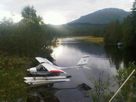 FLYET: Politiet i Nordland ønsker tips om observasjoner av dette flyet - spesielt fra de som har sett det etter klokka 14.00 tirsdag. Bildet er frigitt av Hovedredningssentralen Nord-Norge. To personer er savnet.