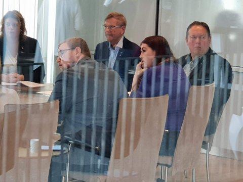 HEMMELIG MØTE: Fra venstre: Elisabeth Steen (Ap), Erlend Bøe (H), Jarle Aarbakke (Ap), Marlene Berntsen Bråthen (Sp) og Jarle Heitmann (Ap).
