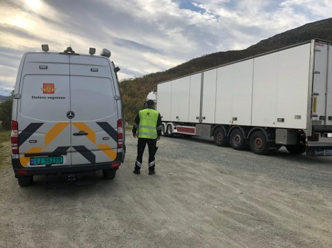 KONTROLL: Statens vegvesen har torsdag hatt kontroll på Ringvassøya. Det endte i en rekke gebyrer.