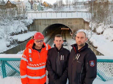 STENGER TUNNELENE: Øyvind Strømseth i Statens vegvesen er enig med brannvesenets overingeniører Dan Tore Lyseggen og Arild Warholm om å begrense tungtrafikken i tunellene i rushtida.