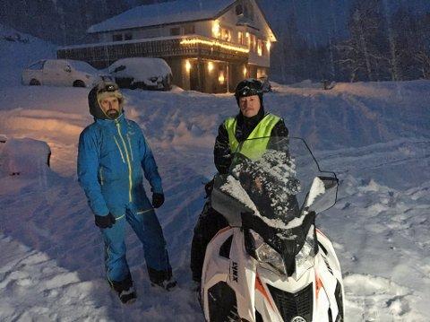 KJENTMENN: Aadne Olsrud (tv) og Lloyd Rehnlund fra Tamokdalen bisto politiet med skuterskyss i forbindelse med leteaksjonen torsdag formiddag.