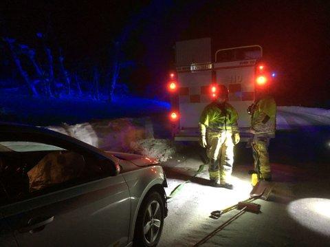 KRASJ: Tre personer ble sendt til lege etter at to biler kolliderte på Ringvegen.