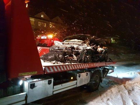 VRAK: Slik så bilen til Charlie Dan Lind ut etter kollisjonen på E8 mandag. Han behandles ennå for livstruende skader.