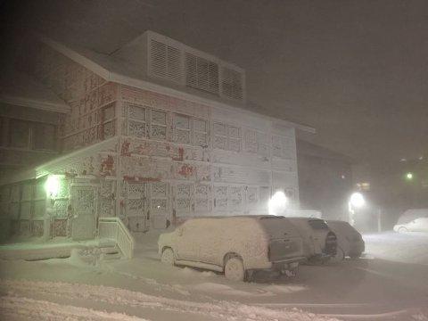 SNØVÆR: Slik ser det ut når det er snøvær i Longyearbyen.