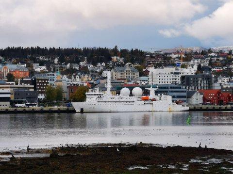 """FRANSK MARINE: Det franske etterretningskipet """"Dupuy de Lôme"""" ligger til kai i Tromsøysundet."""