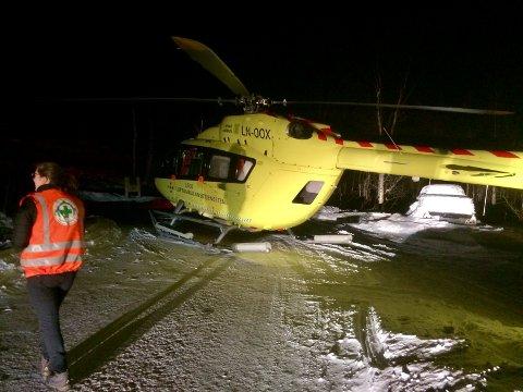 AMBULANSEHELIKOPTER: Ett av de to ambulansehelikoptrene som ble sendt til Skøvatnet.
