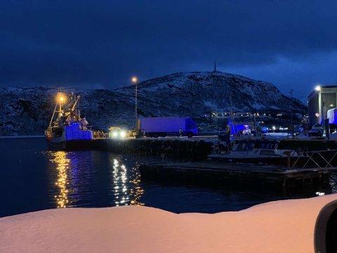UTRYKNING: Nødetatene rykket fredag ut til kaia på Skjervøy etter melding om en arbeidsulykke.