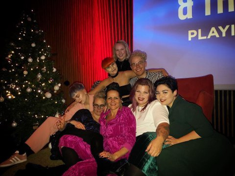 Fjorårets julebord var på på The Edge. I år drar gjengen litt lengre. Øverst fra venstre: Helene Siri, Torstein Maja, Linda, Gry, Marte og Emma.