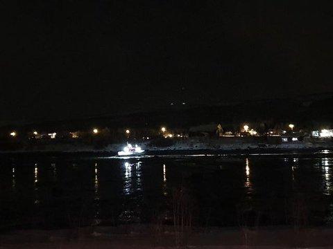PÅ GRUNN: RS Gideoen skulle assistere en fritidsbåt som hadde kjørt på land på Tisnes. Men aksjonen gikk ikke helt etter planen.