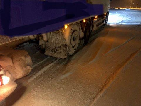 OVERLAST: Lastebilen hadde nær 10 tonn overlast på en aksel.