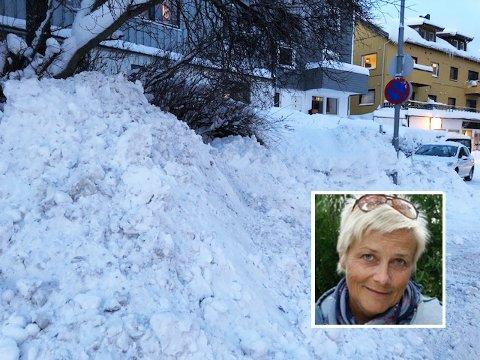 PARKERING BLE SNØDEPONI: I alle år har Kjerstin Haukland parkert problemfritt på sin egen parkeringsplass. Den siste måneden har det vært motsatt.