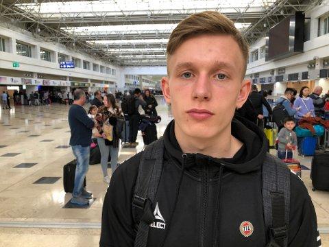 LOVENDE: 18-åringen er den første herrespilleren fra Hammerfest som har spilt i eliteserien. Målet er ikke bare å ha spilt der, men etablere seg for Pedersen.