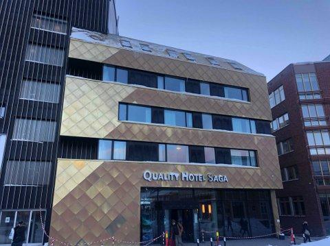 TAKRAS: Det var her, utenfor Saga hotell i Tromsø sentrum, Chriss Andersen var nær å bli truffet av et takras.