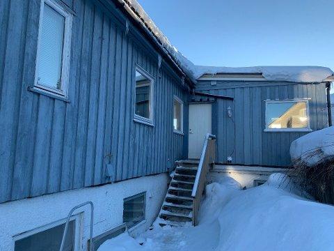 BEFARING: Tromsø kommune har vært på befaring i Ishavsvegen 6 på Tromsøya. De har nå gitt stoppordre til eieren for aktiviteten som har vært på eiendommen.