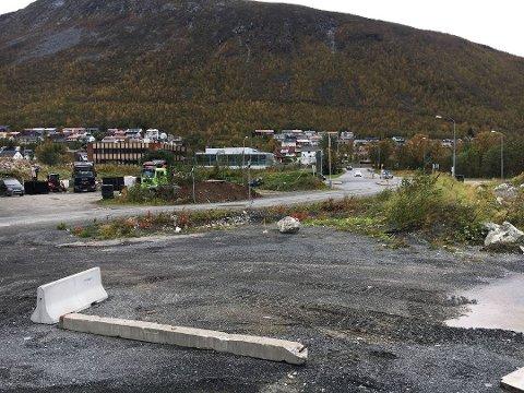 BYGGE NYTT: På den gamle Remiks-fyllingen i Tromsdalen ønsker Norgesgruppen å bygge en ny dagligvarehandel. Det er allerede planlagt bensinstasjon her, og butikken skal komme i  tillegg til bensinstasjonen. Arkivfoto: Thor-Harald Henriksen
