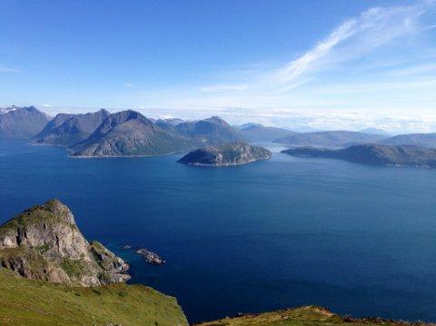 PERLE PÅ YTTERSIDA: Øya Angstauren midt i bildet. Ved Angstauren har Lerøy Aurora fått tillatelse til å bruke en ny lokalitet .