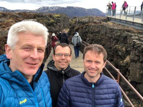 SELFIE FRA ISLAND: De har vært kompiser siden tidlig på 90-tallet, og var på guttetur på Island i helga. Hjemturen ble lang. Fra venstre: Eirik Espejord, Ted Bernhardsen og Fred-Arne Sivertsen