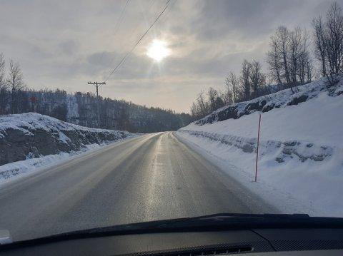 BLANKE VEIER: Narve Janssøn Strand kjørte torsdag morgen fra Finnsnes til Takelvdalen og kan fortelle om svært glatt veibane over Heia.