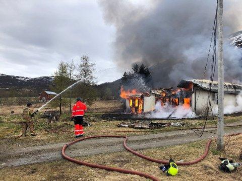 BRANT NED: Brannmannskapene kunne ikke redde huset.