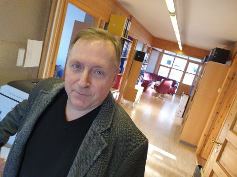 - UHELDIG: Jan Blomseth mener kommunen ikke burde ringt rundt for å informere om koronamidler.