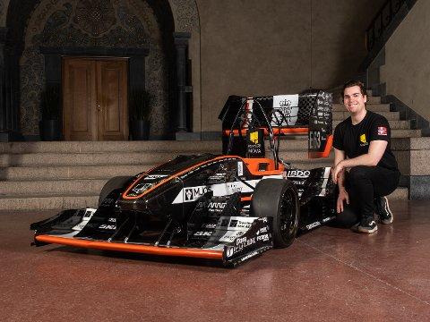 RACERBIL: NTNU-student Jan Ottar Olsen (22) fra Tromsø har vært med og bygget denne racerbilen på fritiden.