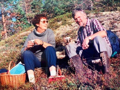 DREPT: Her er Marie-Louise Bendiktsen avbildet sammen med ektemannen Håkon, før han døde i 1994. Fire år senere ble Bendiktsen drept i sitt eget hjem på Sjøvegan i Salangen kommune. Bildet publiseres i overensstemmelse med Bendiktsens etterlatte.