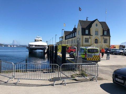 EVAKUERT: Alle passasjerene ble evakuert da det brøt ut brann i maskinrommet på hurtigbåten. Foto: Nordlys-tipser