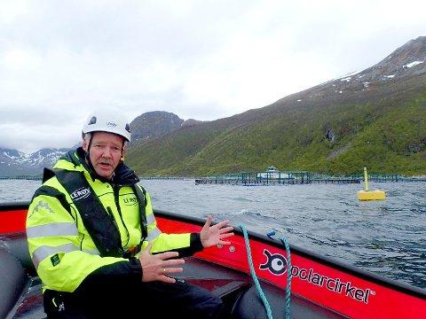 - OVERVÅKER SITUASJONEN: Konserndirektør for havbruk i Lerøy, Stig Nilsen, sier de følger nøye med på situasjonen. Her er Nilsen fotografert på oppdrettsanlegget Sessøya i forbindelse med en reportasje for to år siden.