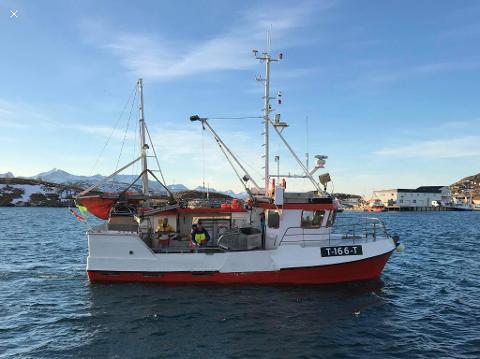 John Einar Engen har samlet fiskerettighetene på to fartøy. Her er han på  «Øyværing» med ti tonn i lasten.