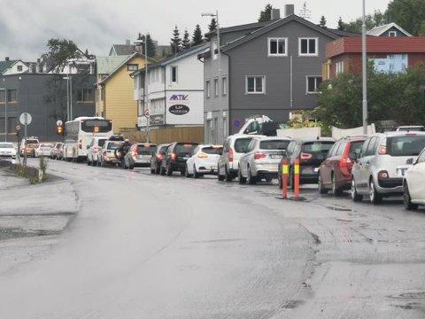 GIKK SAKTE: Slik så det ut på Stakkevollvegen ved politihuset mandag ettermiddag.