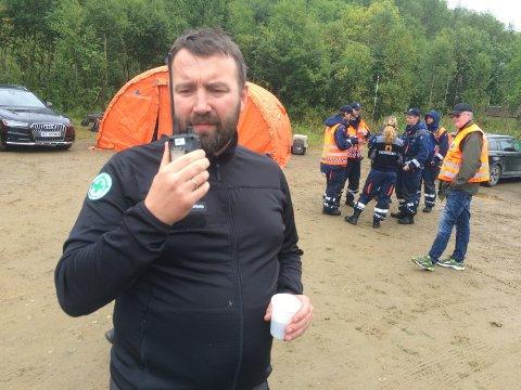 LETER ETTER SAVNET: Operativ leder i Norsk Folkehjelp, Ralph Simonsen, sier de vil holde på så lenge som nødvendig for å finne kvinnen.