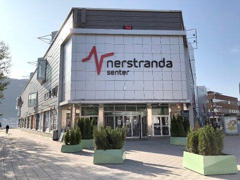 ANGREPET: En ung jente skal ha kastet en saks i ansiktet på en Securitas-vekter på Nerstranda onsdag ettermiddag.