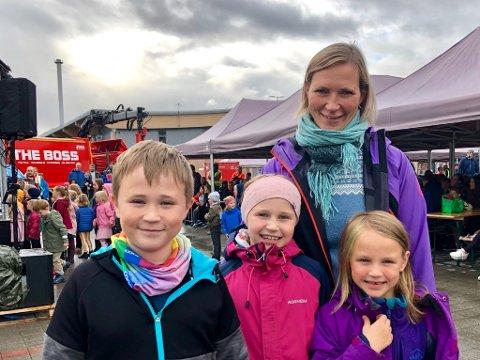 Fra venstre: Joakim, Emma og Frida kvikne Eliassen og mamma og Linda Wang Kvikne var strålende fornøyd med Åpen dag på Remiks Miljøpark.