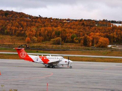 FORURENSNINGSFLY: Kystverkets overvåkningsfly LN-KYV står nå på Tromsø Lufthavn. Lørdag var det i aksjon i Breivika.