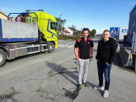KØTRØBBEL: Kurt Edvardsen (t.v.) og Sander Nilsen jobber ved Tools på Stakkevollveien. De sliter med ettermiddagstrafikken.