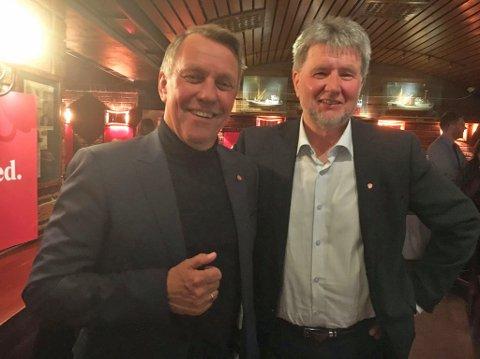 SPENTE: Gunnar Wilhelmsen og Arild Hausberg er spente før kveldens første valgresultater presentert. Foto: Inger Thuen