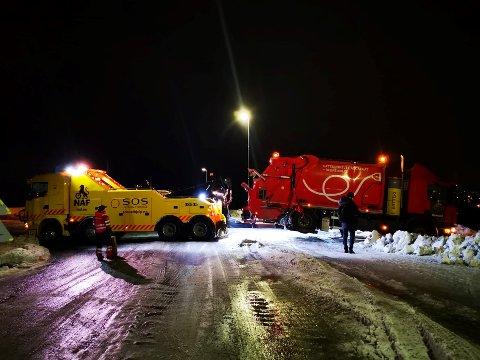 FIKK STANS: Heilovegen var stengt i rundt 40 minutter mandag ettermiddag i forbindelse med bergingen.