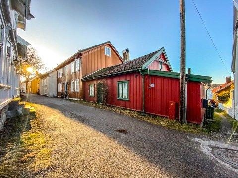 55 KVADRAT: Slik ser Nordbyen 28 ut. Eieren malte både innvendig og utvendig, ryddet tomten og bygde en betongbrygge før han solgte huset.