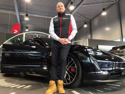 SPENT: Ragnar Krane hos Porche Center Tromsø gleder seg til mandagens lansering av Porsches nye elbil.