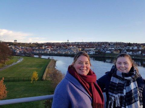 KORONASMITTET: Kristin og Julie Pedersen (23). Begge er nå smittet med koronaviruset etter en flytur til Hasvik i Finnmark.