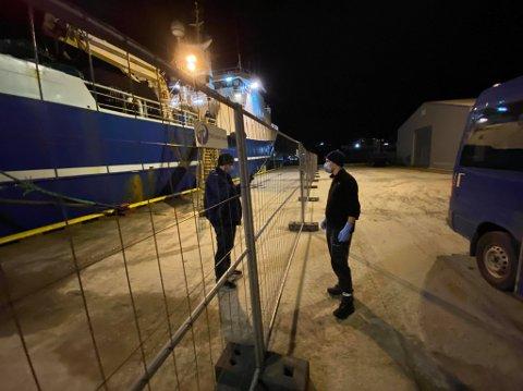 SMITTE: Foreløpig er 16 personer bekreftet smittet på fiskebåten «Aquamarine». Her ligger båten til kai i Tromsø tirsdag ettermiddag.